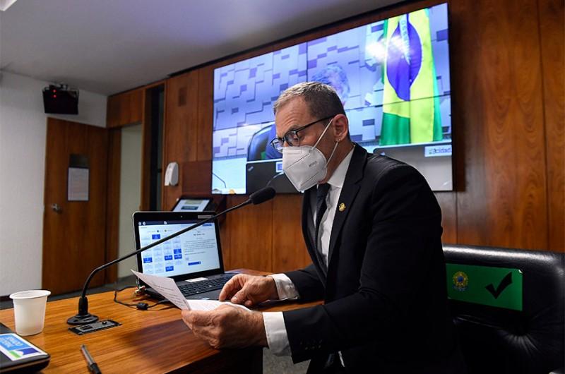 Senador Fabiano Contarato leu o parecer da senadora Mara Gabrilli a projeto que isenta IRFP de aposentados com Alzheimer - Jefferson Rudy/Agência Senado