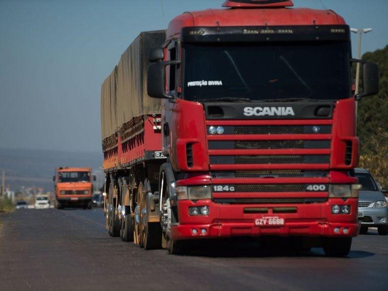 Caminhões trafegam pela-BR 040 - (Foto: Marcelo Camargo/Agência Brasil)