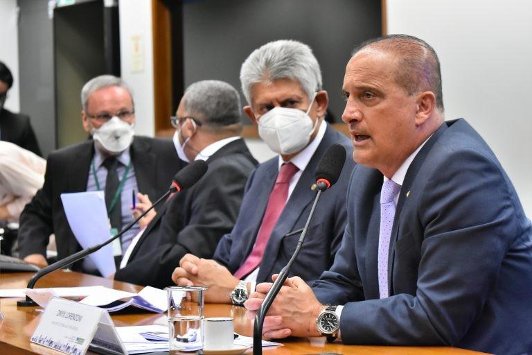Onyx Lorenzoni (D) falou a deputados sobre metas da pasta - (Foto: Reila Maria/Câmara dos Deputados)