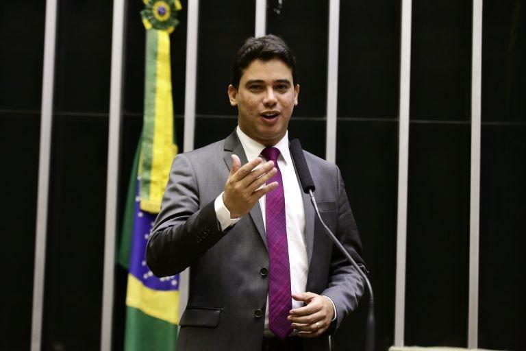 Júnior Mano: isenção deve ser aplicada em qualquer caso para esse público - (Foto: Acervo Câmara dos Deputados)