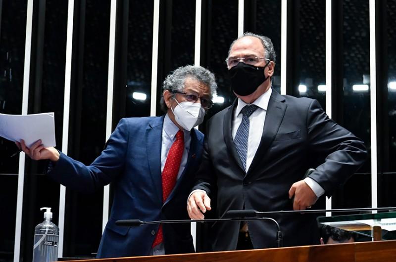 Adiamento foi pedido pelo líder do governo, senador Fernando Bezerra Coelho (MDB-PE), sob protestos do autor da matéria, senador Paulo Rocha (PT-PA)