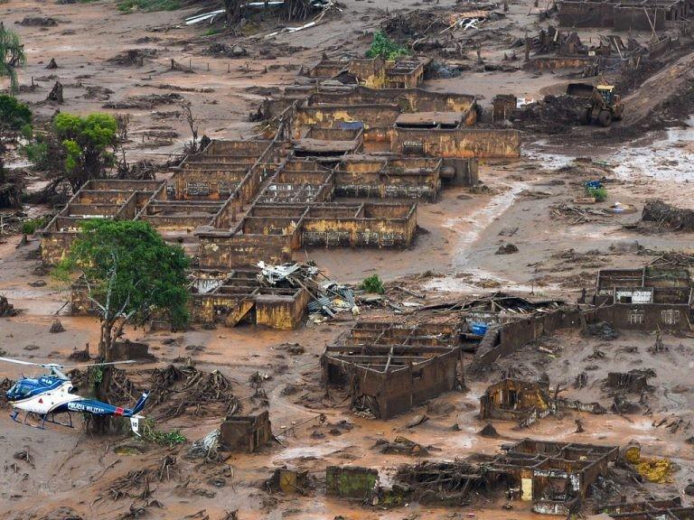 Comunidade de Bento Rodrigues, em Mariana (MG), após rompimento de barragem da Vale em 2016 - (Foto: Antônio Cruz/Agência Brasil)