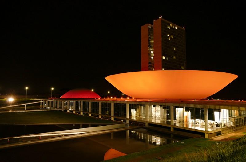 Palácio do Congresso terá luz alaranjada (na foto, iluminação feita em dezembro para marcar campanha de prevenção ao melanoma) - Roque de Sá/Agência Senado