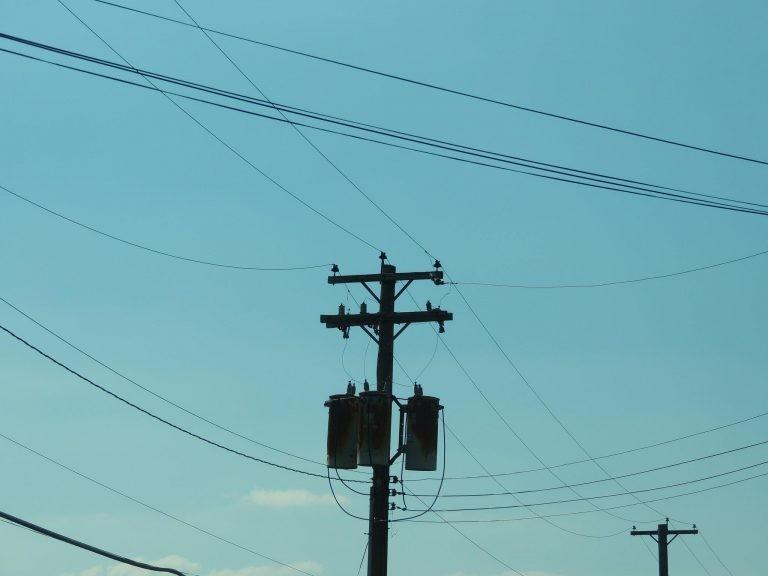 Fraudes de energia elétrica causam prejuízo anual de R$ 1,5 bilhão para o setor - (Foto: Depositphotos)