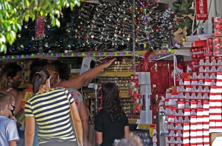 Procura-se Papai Noel: com economia aquecida, vagas de trabalho crescem 15% em 24 horas na Capital