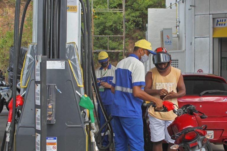 De janeiro a setembro, a gasolina aumentou 32% - (Foto: Carol Garcia/GOVBA)