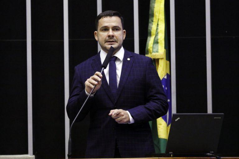 Capitão Alberto Neto quer padronizar a utilização do cordão de girassol, ainda pouco divulgado no Brasil - (Foto: Cleia Viana/Câmara dos Deputados)