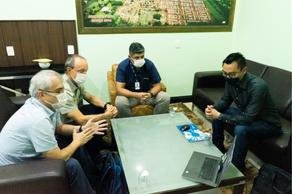 Prefeito e Coamo discutem implantação de uma unidade em Rio Brilhante.