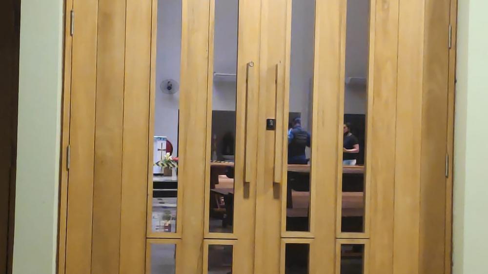 Homem assassina ex, atira em crianças e se mata no altar de igreja em Dourados
