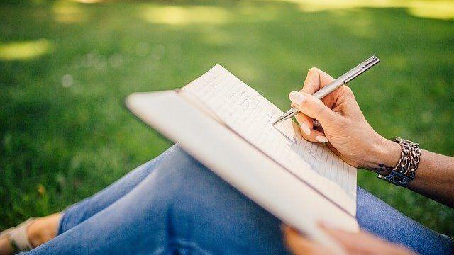 Curso gratuito e online abre inscrições para estudantes de baixa renda - (Foto: Pixabay)