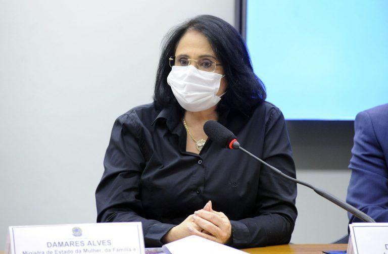 Damares defendeu hoje na Câmara que os cerca de 300 mil agentes de saúde da família atuem também nas Instituições de Longa Permanência de Idosos - (Foto: Gustavo Sales/Câmara dos Deputados)