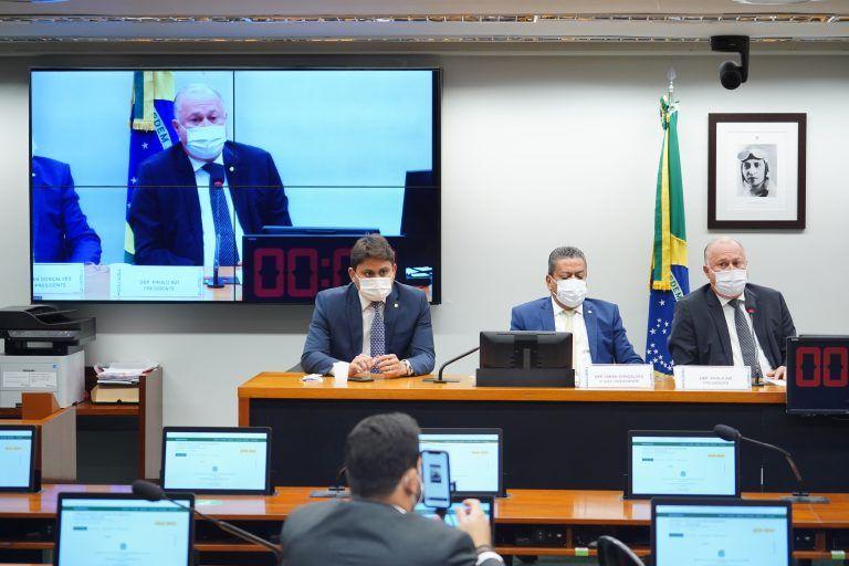 Deputados Juscelino Filho (E), Hiran Gonçalves (C) e Paulo Azi (D), durante reunião de eleição dos novos dirigentes do Conselho de Ética - (Foto: Pablo Valadares/Câmara dos Deputados)