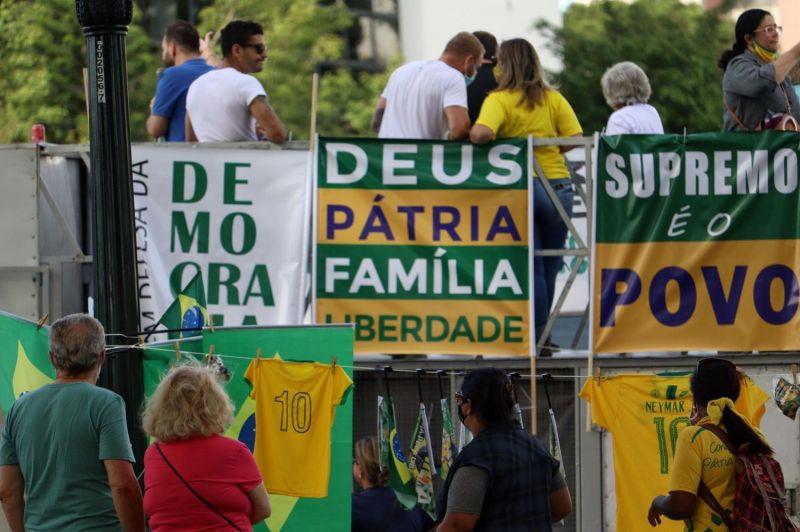 Em SP: manifestantes se reuniram em carreata, em uma marcha intitulada