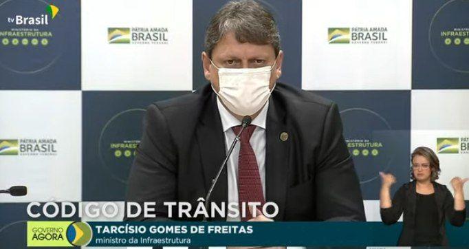 O ministro da Infraestrutura, Tarcísio Gomes de Freitas, durante coletiva para apresentação das mudanças no Código de Trânsito Brasileiro - (Foto: Reprodução)