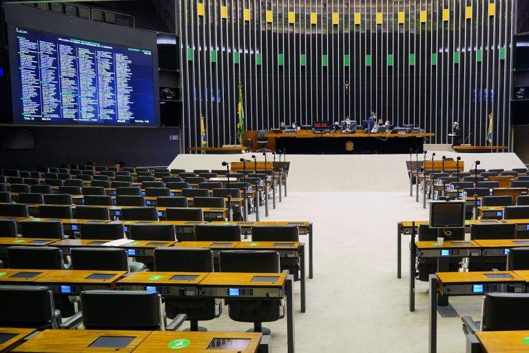 A relatora, Dra. Vanda Milani, apresentou substitutivo - (Foto: Reprodução)