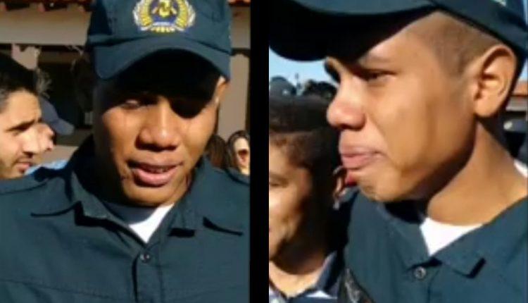 Imagem mostra policial chorando de alegria no dia de sua formatura com PM. Foto: Divulgação