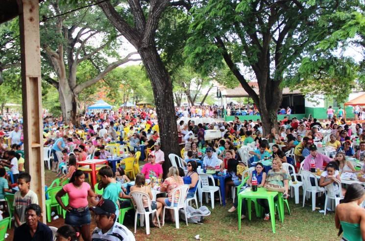 Foto de uma das edições da festa do servidor público na gestão do ex-prefeito Sidney Foroni