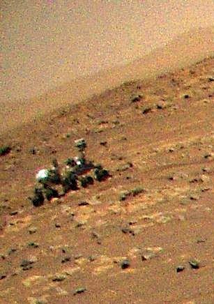 Detalhe da foto panorâmica tirada pelo Ingenuity que flagrou o robô Perseverance em Marte - (Foto: NASA/JPL-Caltech)