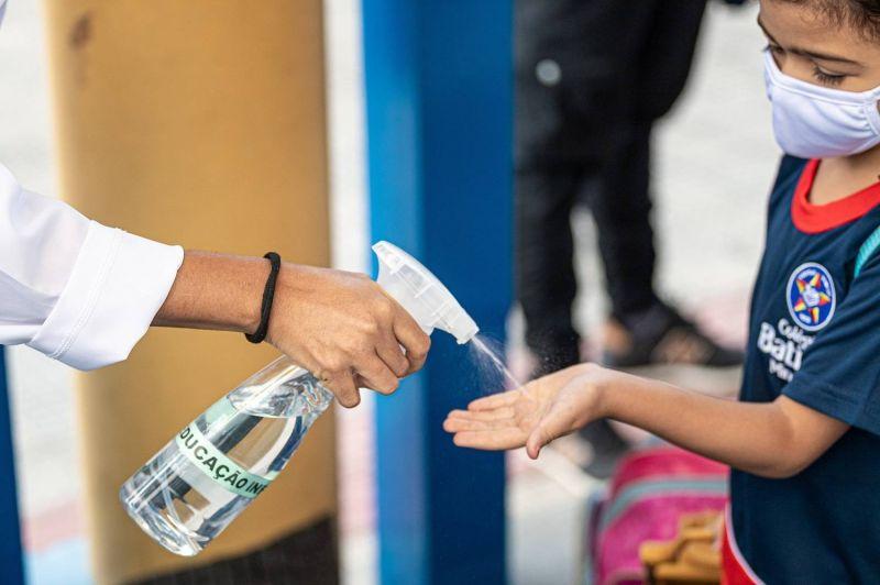 Estudante retorna às aulas presenciais neste período de pandemia - (Foto: Gledston Tavares /FramePhoto/Folhapress - 26.04.21)
