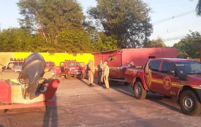 Bombeiros se reuniram para seguir comboio até local do incêndio. (Foto: Divulgação)