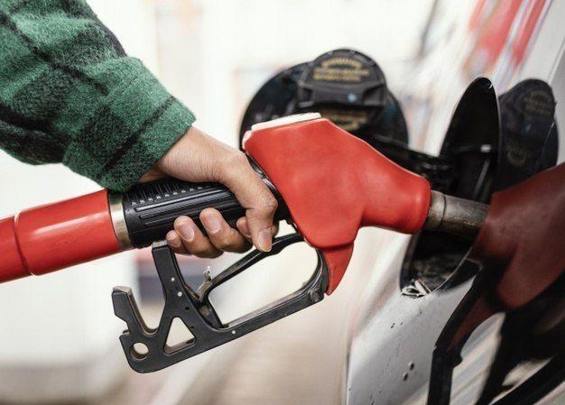 Uso de combustíveis fósseis é uma das atividades que mais geram dióxido de carbono - (Foto: Freepik)