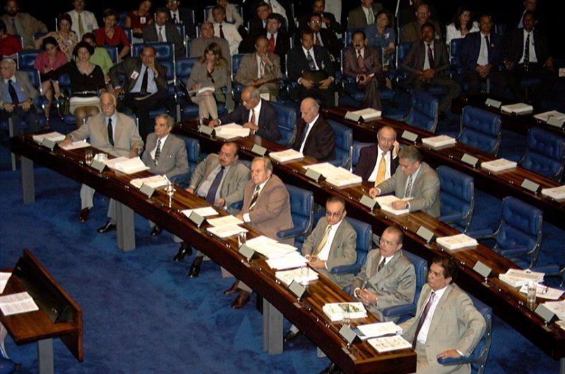 Plenário do Senado em 11 de abril de 2000, quando a Lei de Responsabilidade Fiscal foi aprovada - Jane de Araújo/Agência Senado