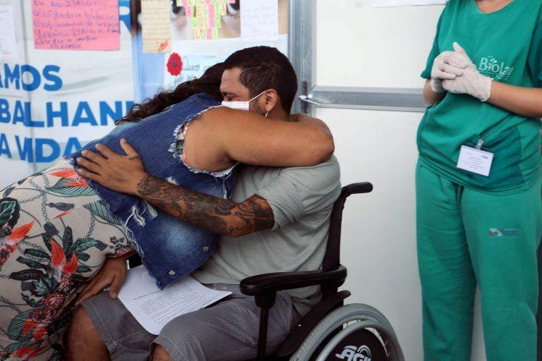 Paciente tratado de Covid-19 recebe alta - (Foto: Bruno Cecim/Agência Pará)