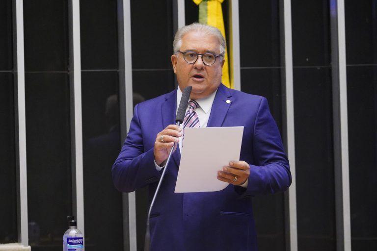 Augusto Coutinho: lei poderia provocar insegurança jurídica - (Foto: Pablo Valadares/Câmara dos Deputados)