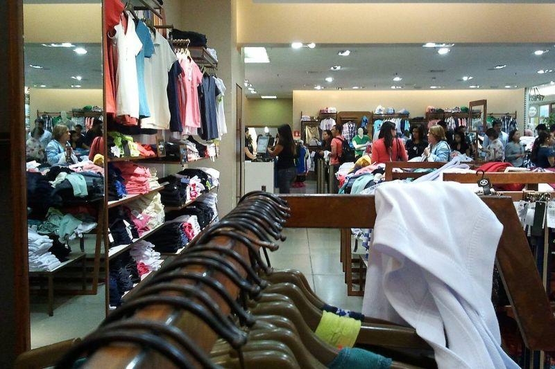 Peças de vestuário estão entre os presentes preferidos que os filhos querem dar às mães - (Foto: Marcos Santos/USP Imagens)