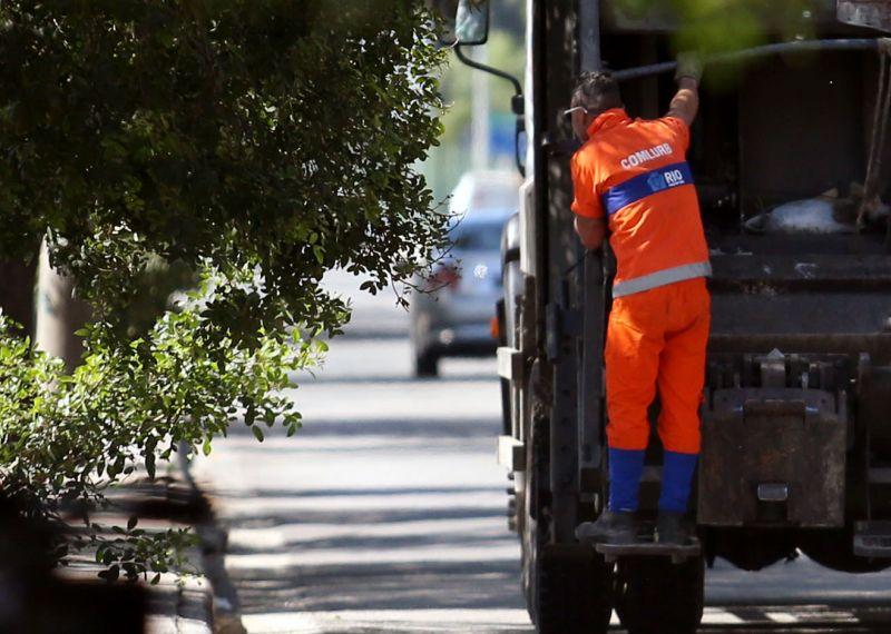Contato com resíduos urbanos e material biológico oferece risco de doenças bacterianas e virais - (Foto: Fábio Motta/Estadão Conteúdo)
