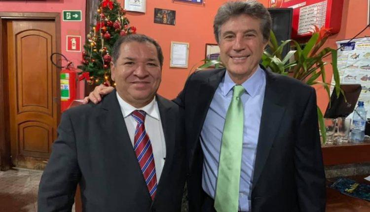 Murilo ao lado de Tião, na cerimônia de posse dele e de Reinaldo em 2018 (Foto: Divulgação)