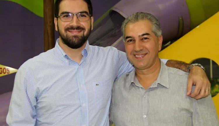 Rodrigo com o pai, governador Reinaldo Azambuja. (Foto: Facebook)