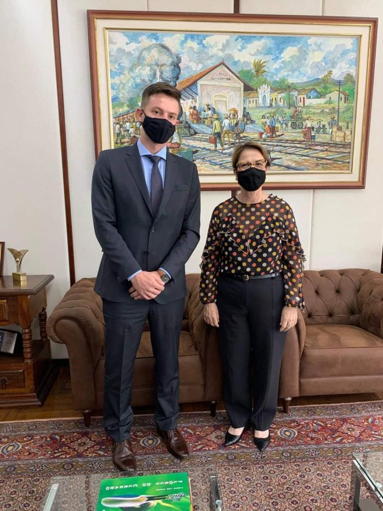 O prefeito eleito de Rio Brilhante, Lucas Foroni, com a ministra Tereza Cristina: R$ 500 mil em recursos para o município