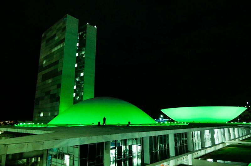 Em comemoração pelos dias do defensor público e de combate ao glaucoma, Congresso recebe iluminação especial - Roque de Sá/Agência Senado