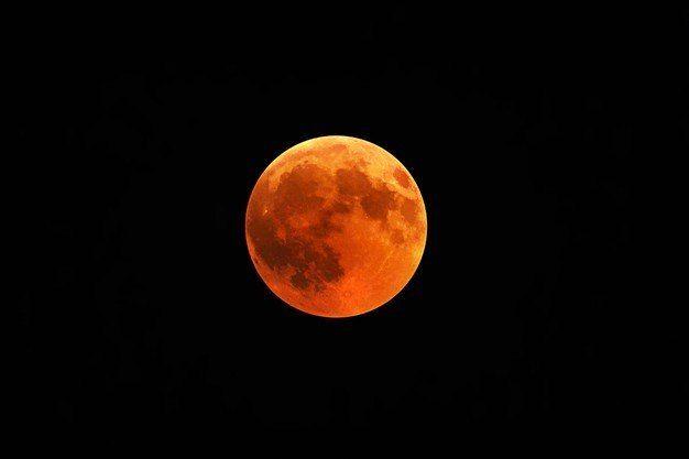 Superlua de sangue é um evento raro que acontecerá novamente em 2033 - (Foto: Freepik)