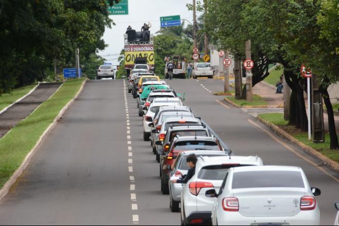 Carreata atraiu centenas de carros à Avenida Afonso Pena - Bruno Henrique