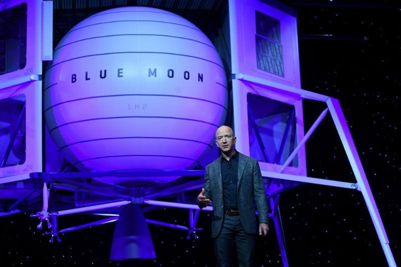 Jeff Bezos pode se tornar 1º bilionário a ir para o espaço - (Foto: REUTERS)