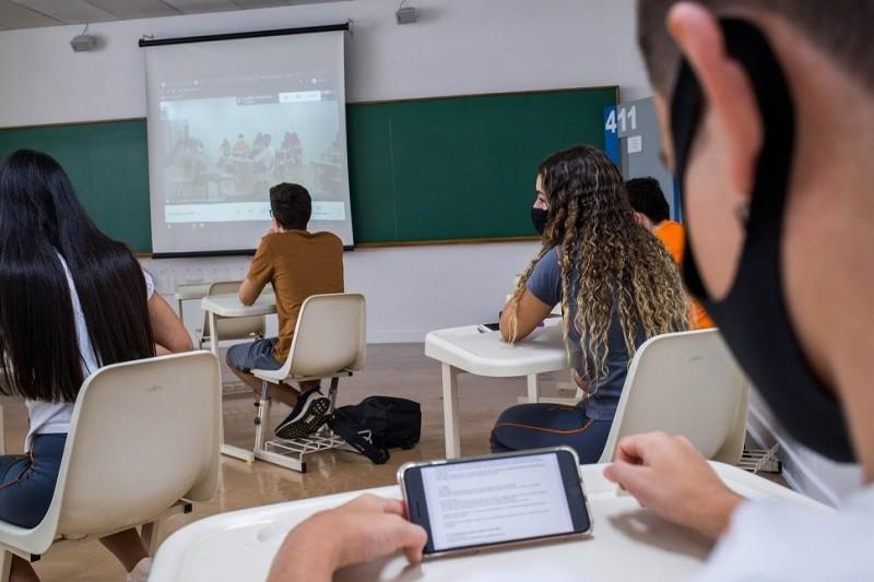 Alunos no retorno presencial das aulas no colégio particular Rio Branco em SP - (Foto: TIAGO QUEIROZ/Estadão Conteúdo - 31.01.2021)