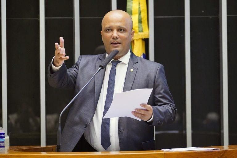 Hugo: proposta capacita o Estado a agir de modo mais contundente no combate à pandemia - (Foto: Pablo Valadares/Câmara dos Deputados)
