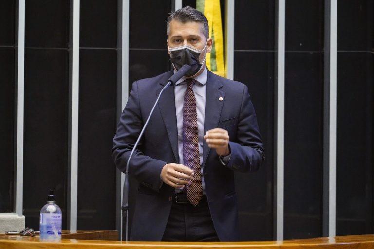 Leonardo Gadelha quer promover a conscientização para reduzir o abandono de animais - (Foto: Pablo Valadares/Câmara dos Deputados)
