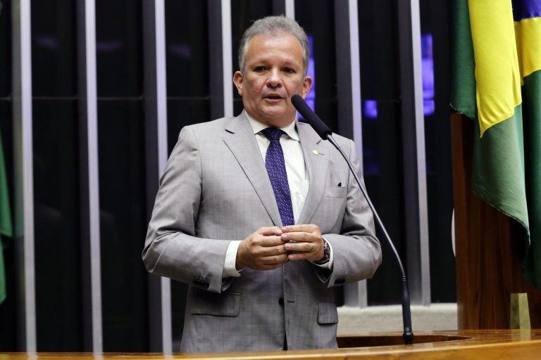 Figueiredo: proposta fortalece princípios da publicidade e eficiência - (Foto: Michel Jesus/Câmara dos Deputados)