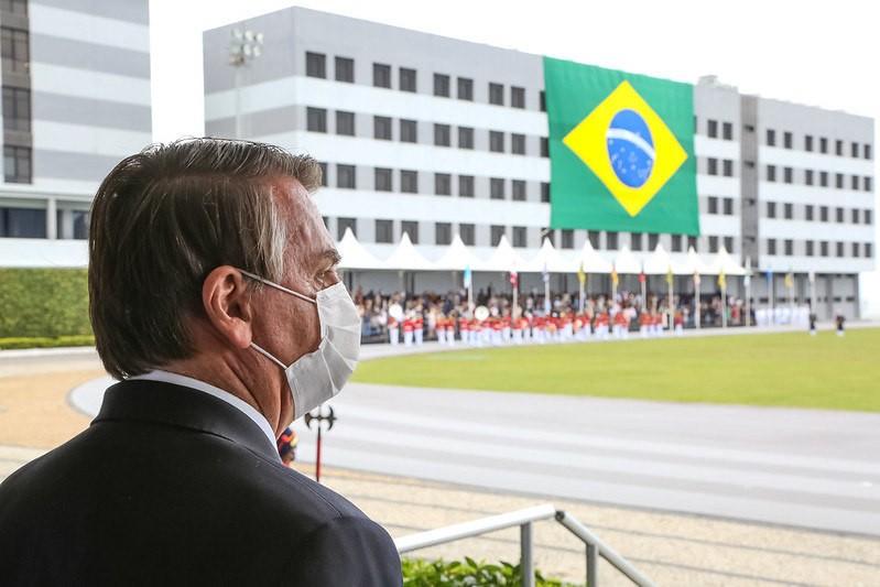 Bolsonaro em cerimônia de Juramento à Bandeira e Entrega de Espadins da turma Almirante Bosísio - (Foto: Júlio Nacimento/PR - 19.06.2021)
