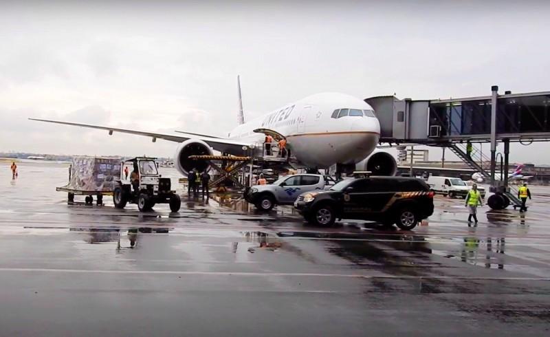 Chegada do lote de 1,5 milhão de vacinas da Johnson no Aeroporto de Guarulhos - (Foto: Divulgação)