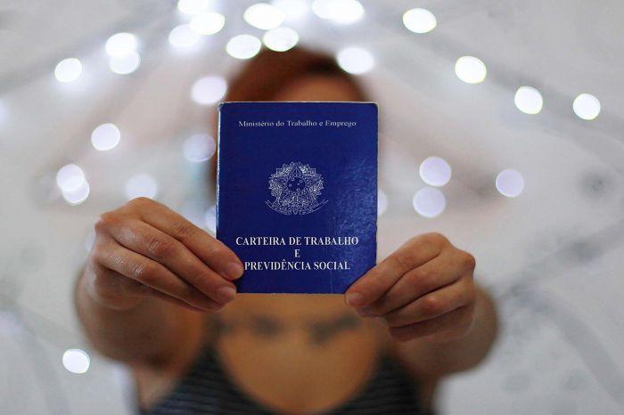Quase 6 milhões de brasileiros desistem de procurar emprego