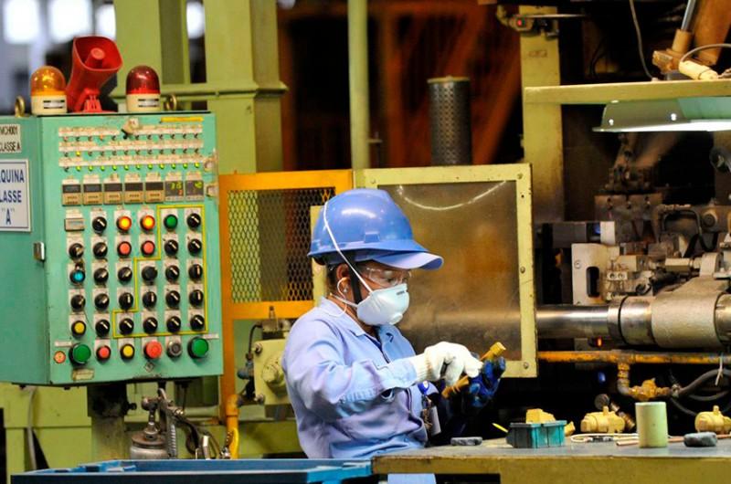 Oferta de máscaras seguras ao trabalhador é uma das medidas determinadas pelo projeto - EBC