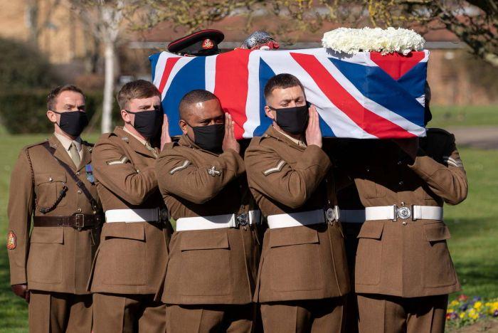 Herói britânico é enterrado com honra militar no Reino Unido - (Foto: Joe Giddens/Pool via REUTERS - 27.2.2021)