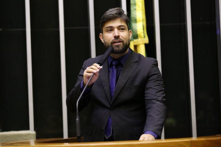Fernandes lembra que as drogas alteram a consciência da vítima, facilitando o abuso - (Foto: Michel Jesus/Câmara dos Deputados)